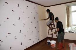 Tường mới quét vôi có dán giấy dán tường được không?
